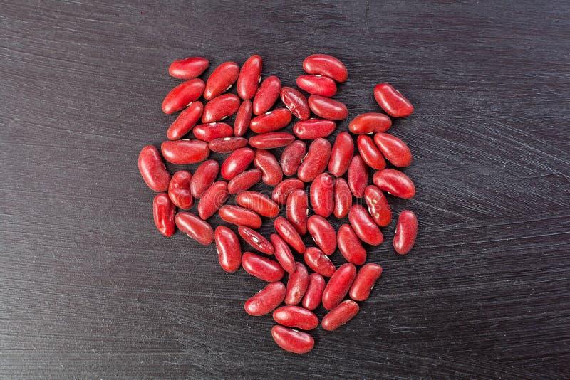 Красные фасоли на деревянных предпосылках стоковое изображение
