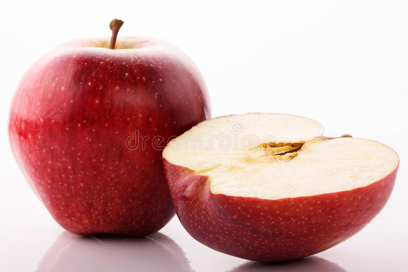 Красные яблоки на белой предпосылке стоковая фотография
