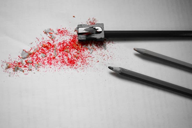 Красные shavings после точить карандаш стоковое изображение