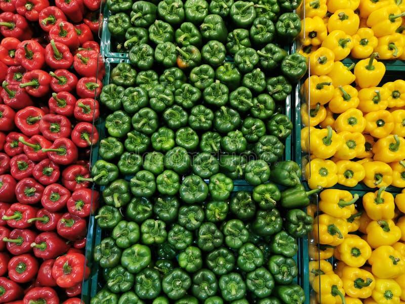 Красный зеленый желтый перцовый фон стоковые изображения