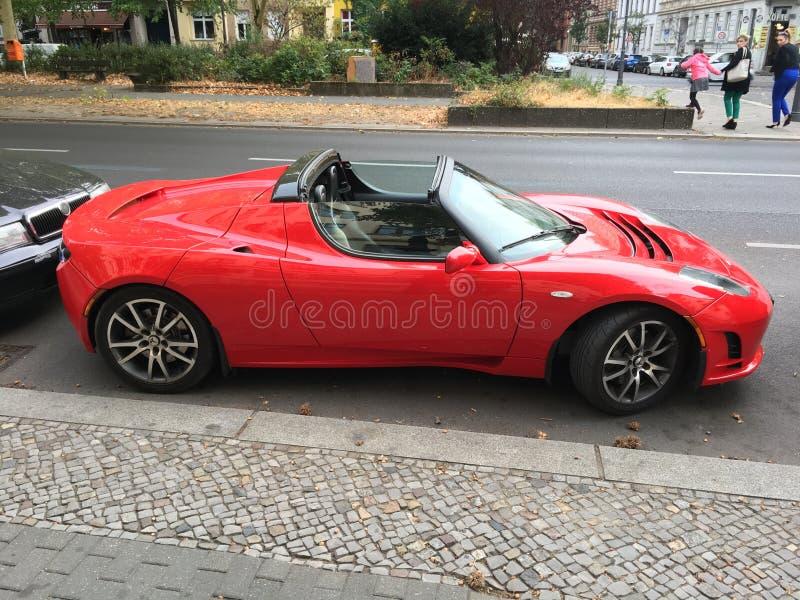 Красный автомобиль tesla стоковое фото rf