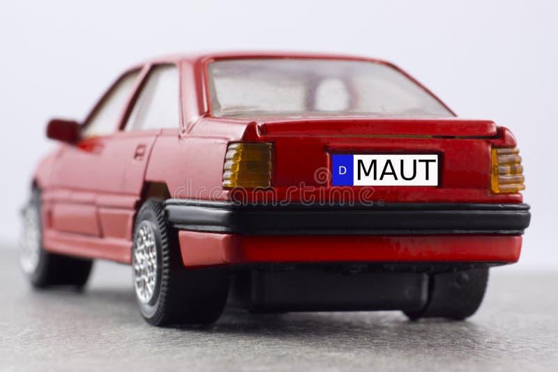 Красный автомобиль, номерной знак, пошлина автомобиля стоковое фото