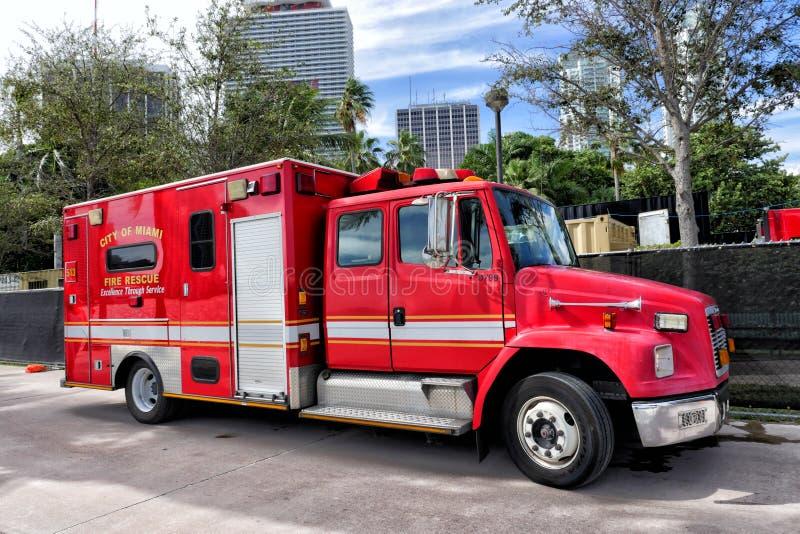 Красный автомобиль спасения пожарного стоковое фото rf