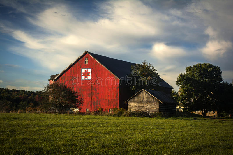 Красный амбар стоковое изображение rf