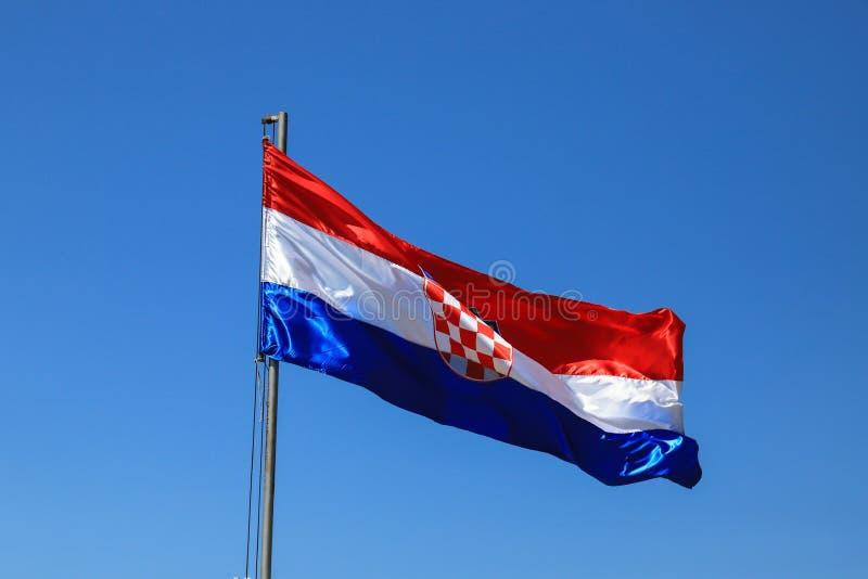 Красный белый голубой национальный флаг Хорватии с хорватским гербом День государства, независимости, дня победы и спасибо стоковая фотография rf