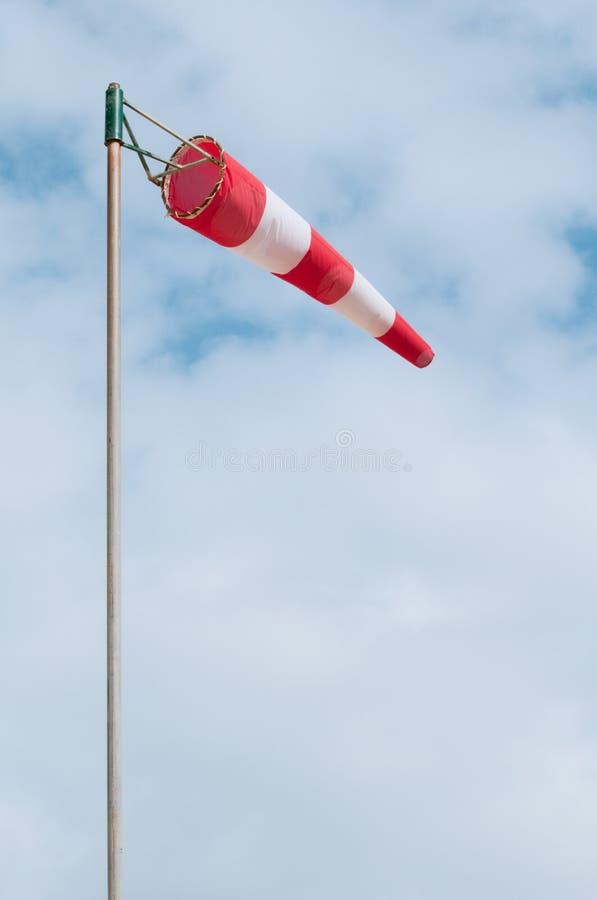 красный белый windsock стоковые фотографии rf