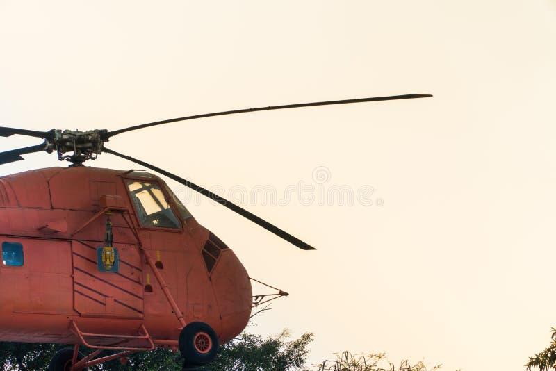 красный винтажный вертолет стоковое фото