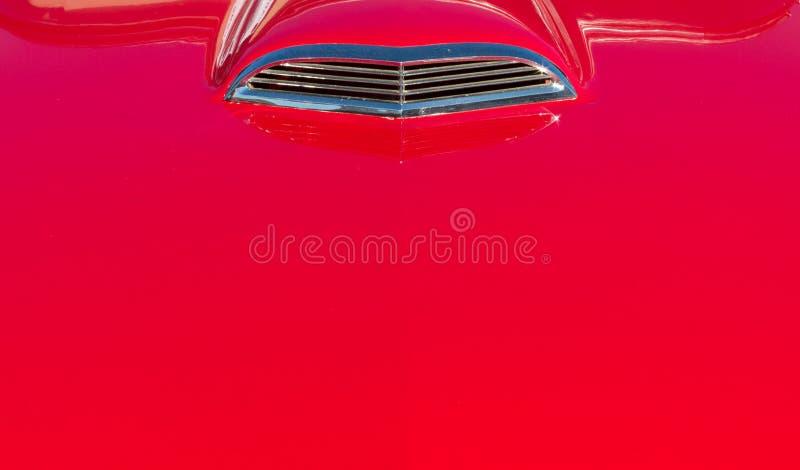 Красный винтажный bonnet автомобиля стоковые фотографии rf