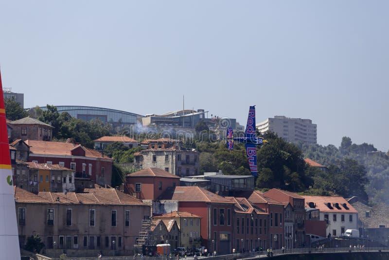 Красный гоночный полет Порту Bull стоковые фото