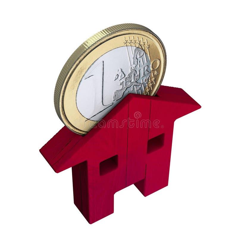 Красный деревянный дом и монетка евро, вклады, покупают и продают Ипотека и займы бесплатная иллюстрация