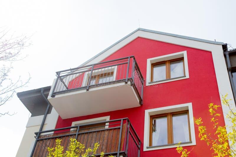 Красный дом с балконом стоковые фотографии rf