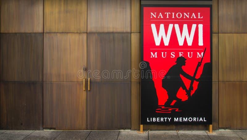 Красный знак - национальный музей Первой Мировой Войны в Kansas City стоковая фотография