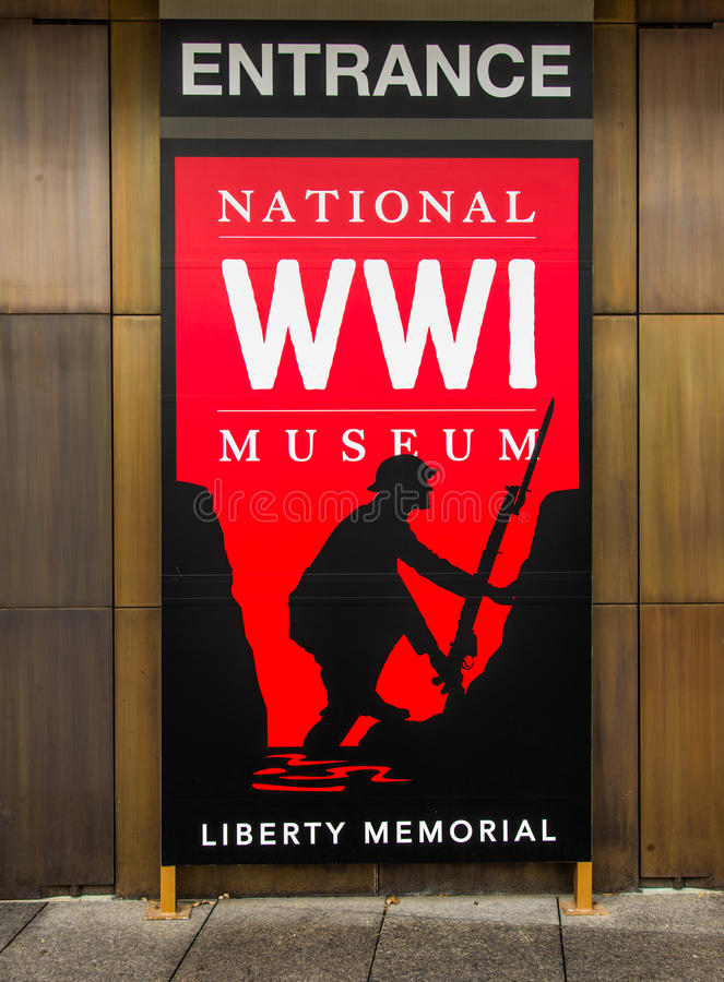 Красный знак - национальный музей Первой Мировой Войны в Kansas City стоковые фото