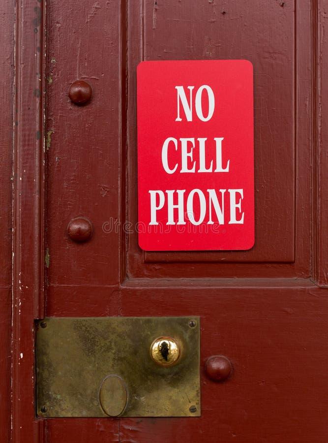 Красный знак для никакого использования сотового телефона стоковое изображение rf