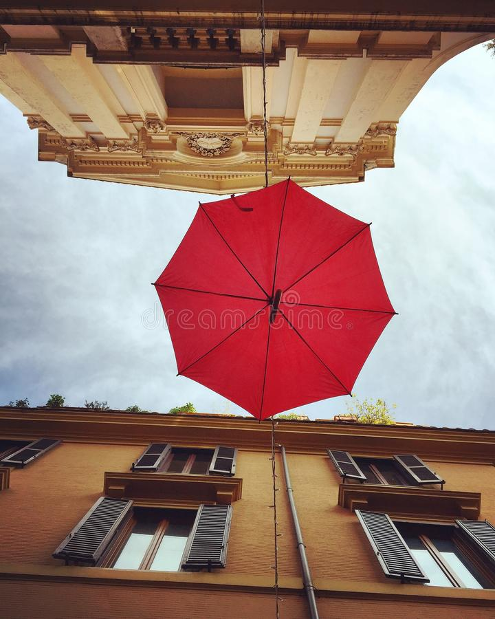 красный зонтик стоковые изображения rf