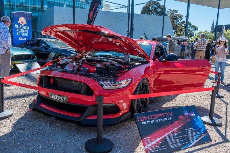 Красный изготовленный на заказ автомобиль GT мустанга на Motorclassica стоковое фото rf