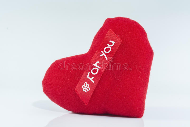 Красный изолят сердца на белой предпосылке стоковое фото