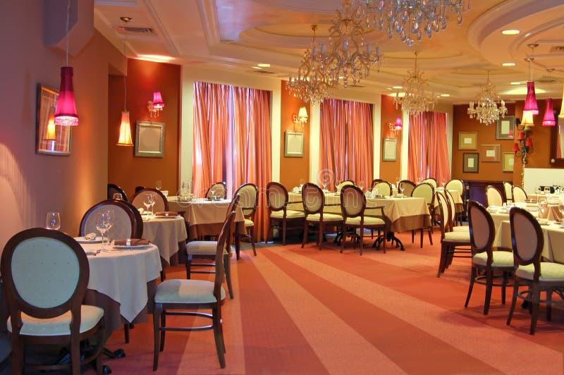 Красный интерьер ресторана стоковые изображения