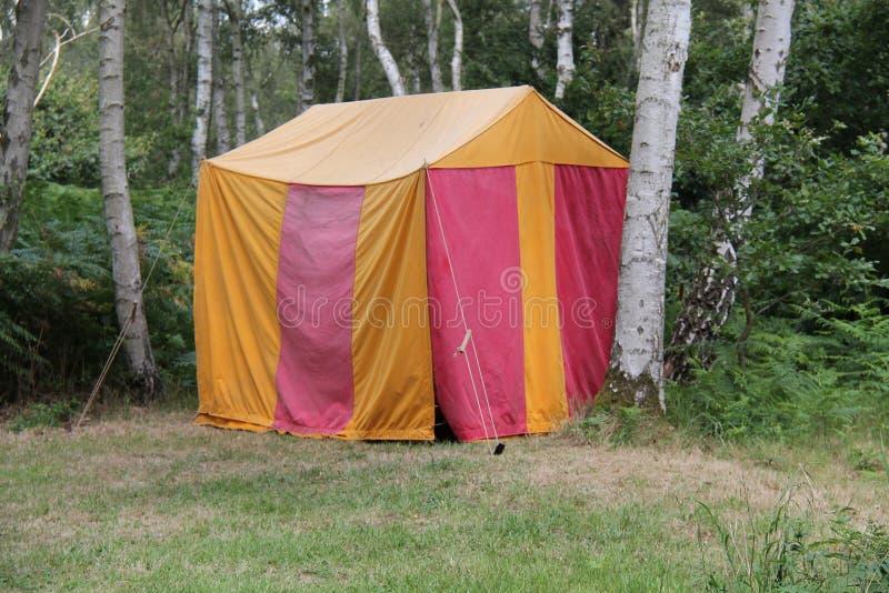 Красный и желтый шатер стоковые фотографии rf