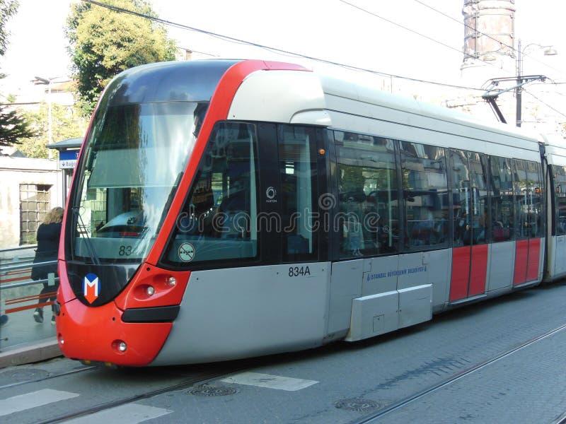 Красный и серебряный трамвай Стамбула стоковая фотография rf