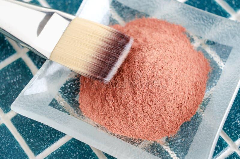 Красный косметический порошок глины стоковое изображение