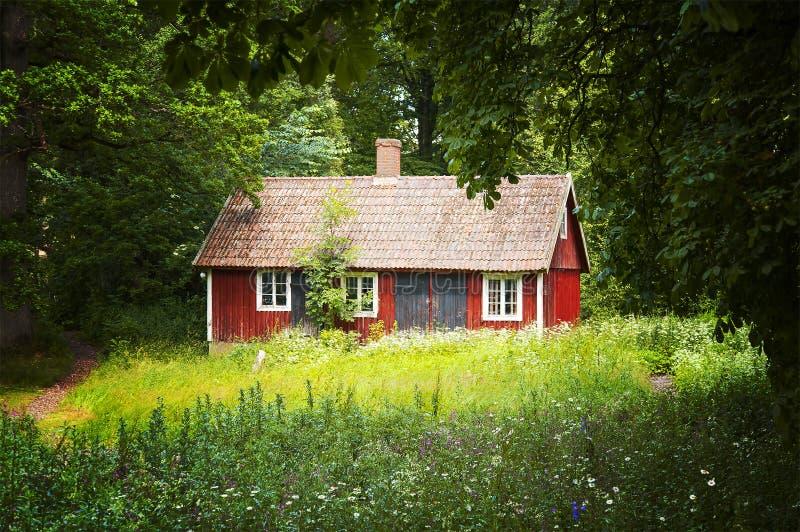 Красный коттедж стоковая фотография