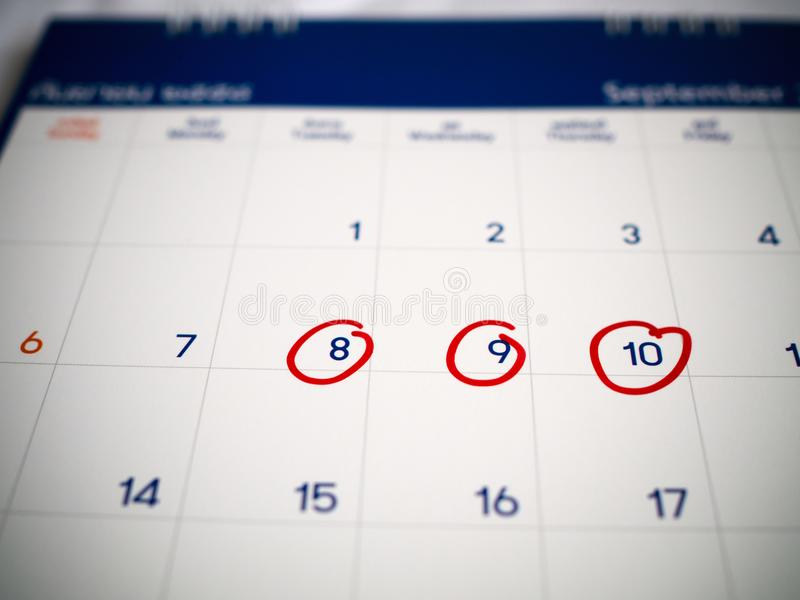 Красный круг отмеченный на календаре 3 дней для напоминания или вспоминает важное назначение стоковая фотография rf