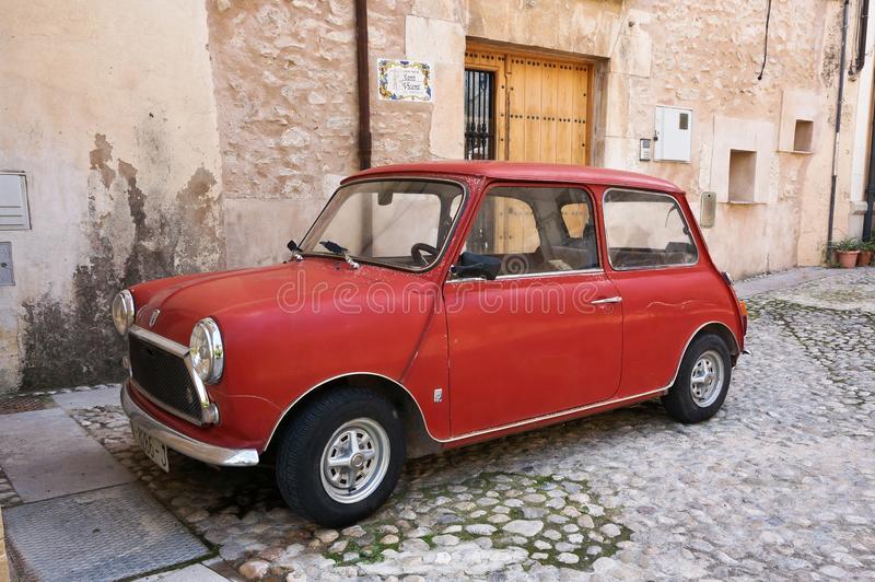 Красный мини автомобиль стоковые изображения