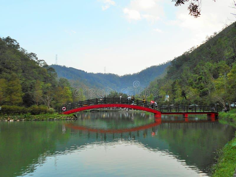 Красный мост стоковое изображение