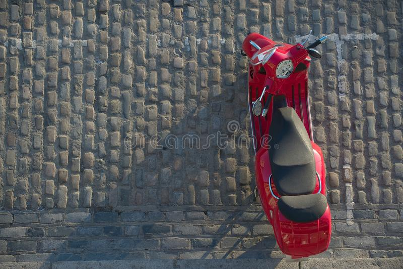 Красный мотовелосипед припарковал на cobbled улице, Лондоне, Великобритании стоковые фото
