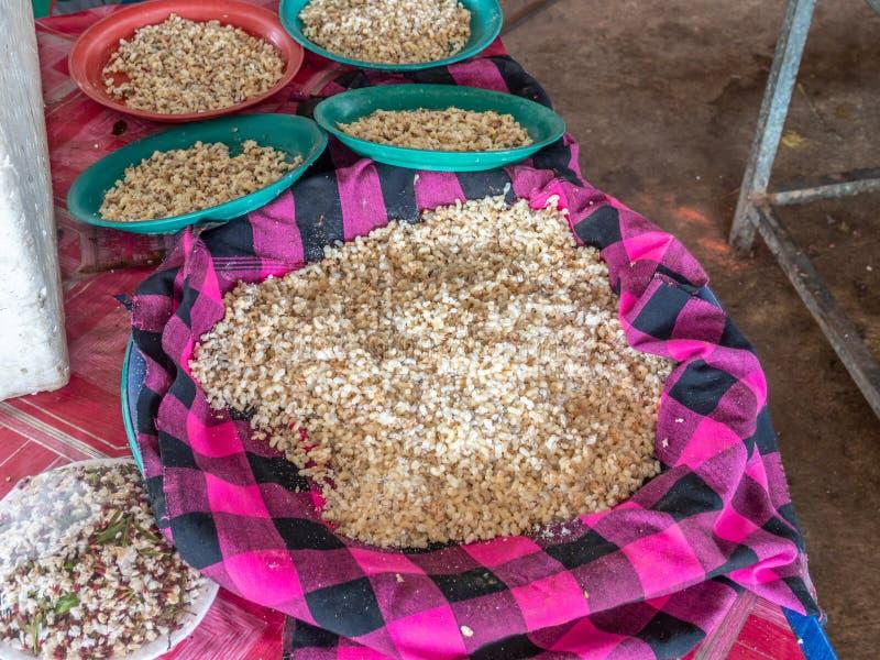 Красный муравей eggs для продажи на традиционном азиатском рынке стоковые фото