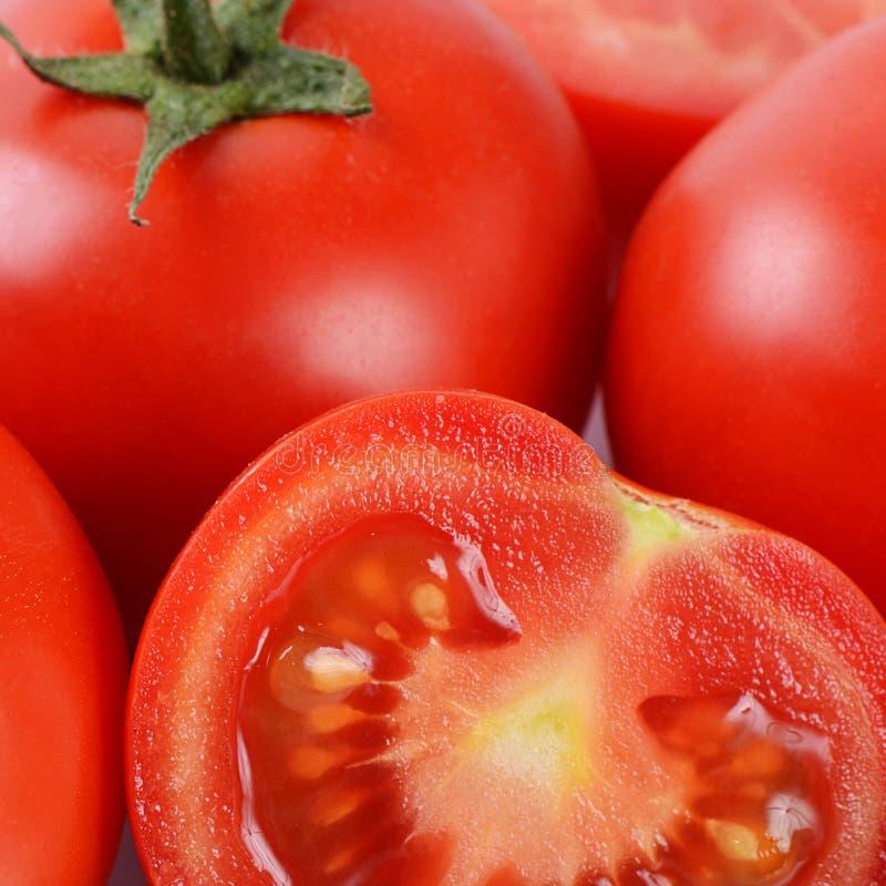 Красный свежий отрезок томатов Макрос стоковое изображение