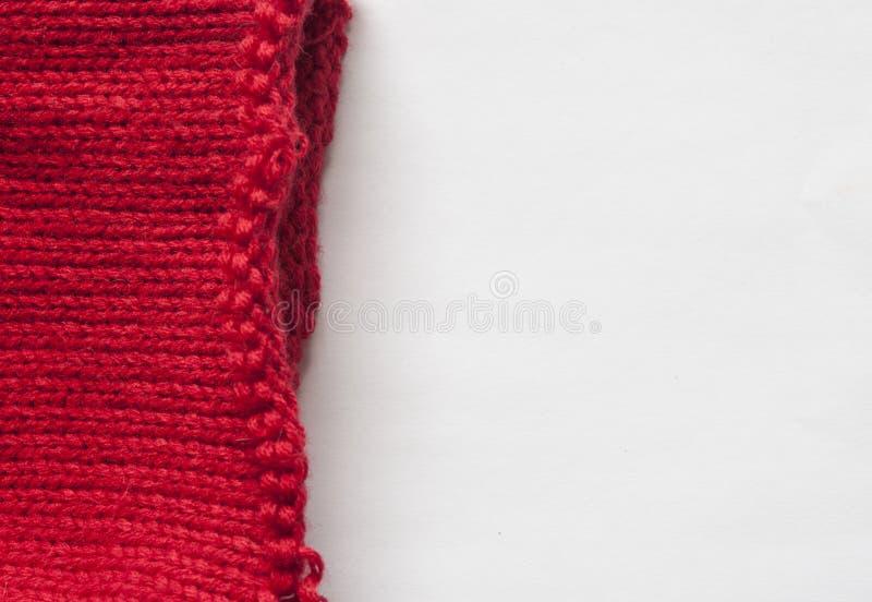 Красный связанный конец текстуры свитера шерстей картины вверх Handmade красная вязать предпосылка текстуры шерстей стоковое изображение