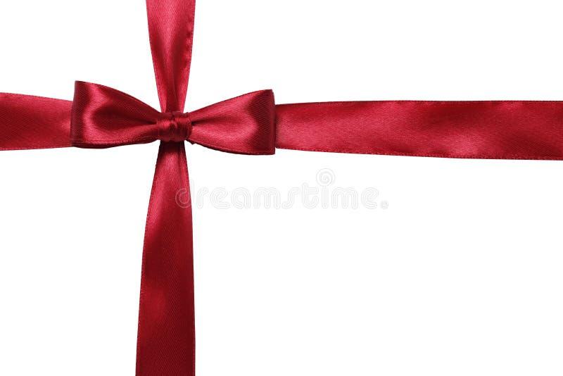 Красный смычок и лента изолированные на белой предпосылке стоковая фотография
