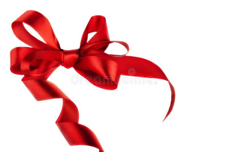 Красный смычок подарка сатинировки. Тесемка стоковые фотографии rf