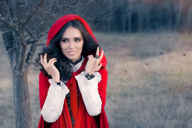 Красный с капюшоном портрет сказки женщины стоковая фотография rf