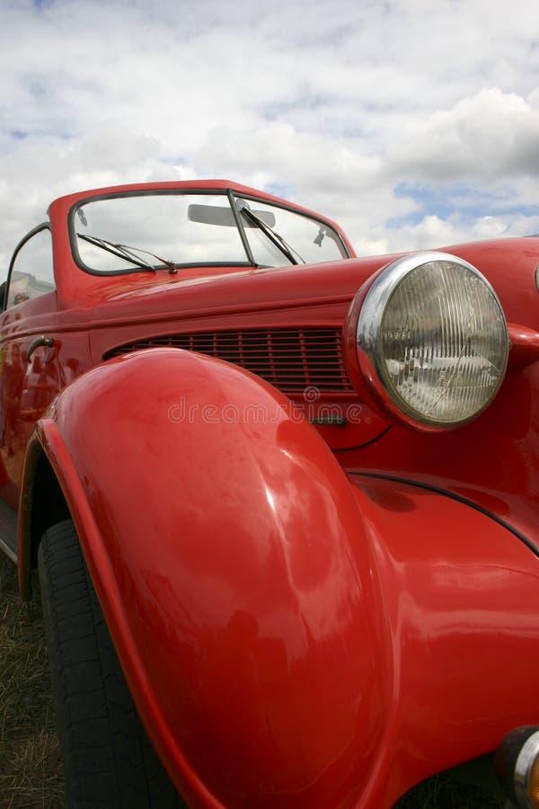 красный цвет автомобиля старый стоковое фото