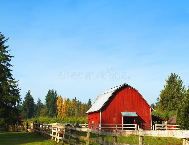 Download красный цвет амбара стоковое фото. изображение насчитывающей молоко - 6856446