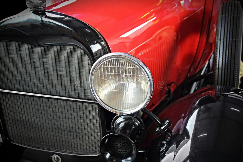 красный цвет античного автомобиля стоковое фото rf