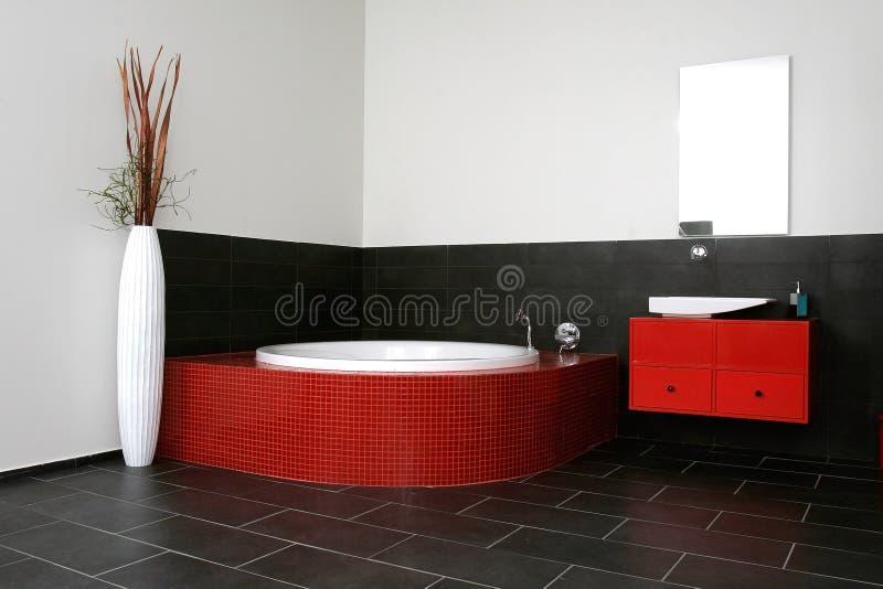 красный цвет ванной комнаты стоковая фотография rf