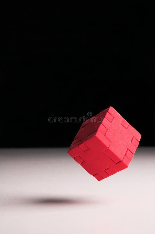 красный цвет головоломки кубика плавая стоковое изображение