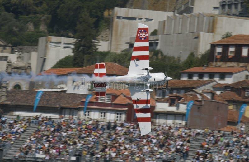 красный цвет гонки Паыля быка bonhomme воздуха 2009 стоковая фотография rf
