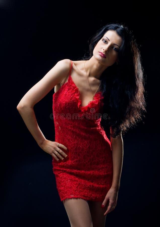 красный цвет девушки платья симпатичный стоковые изображения rf