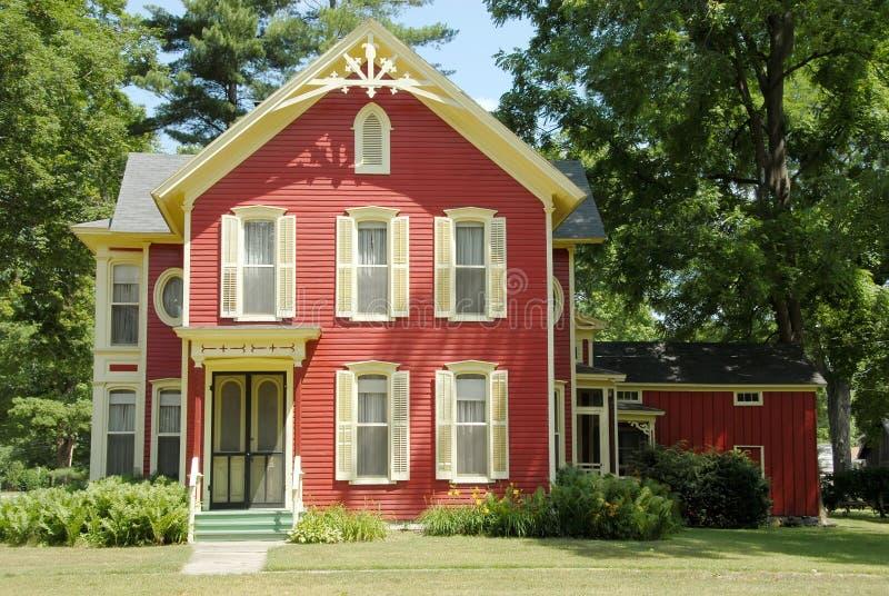 красный цвет дома фермы стоковые фото