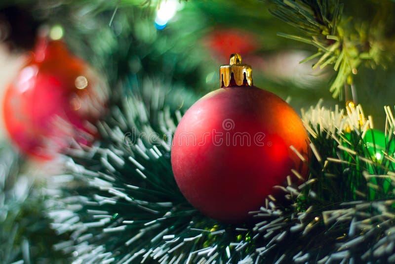 красный цвет крупного плана рождества шарика стоковая фотография