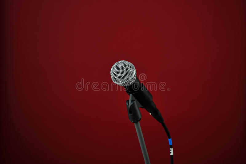 красный цвет микрофона стоковое изображение rf