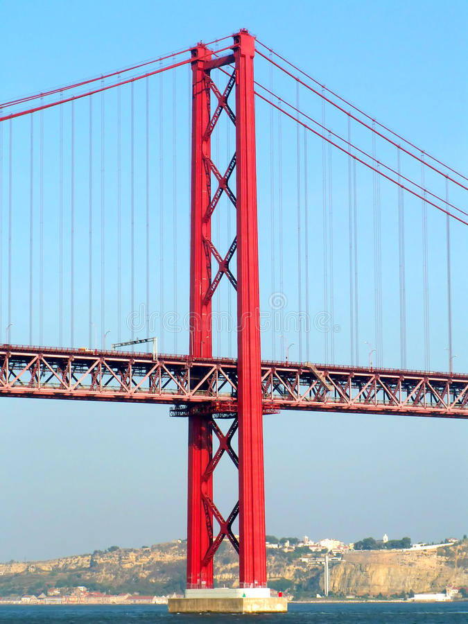 красный цвет моста стоковые фото