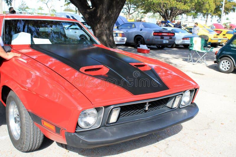 красный цвет мышцы автомобиля классицистический стоковая фотография rf