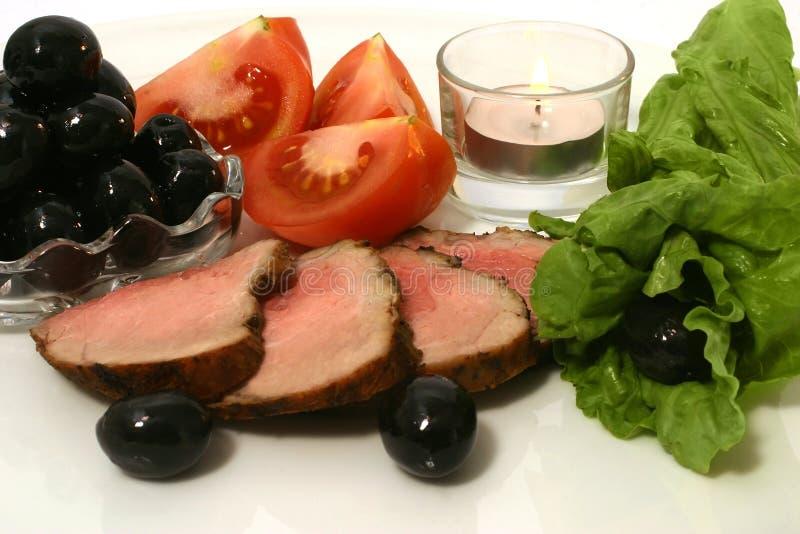 красный цвет мяса зажарил в духовке отрезано стоковые изображения
