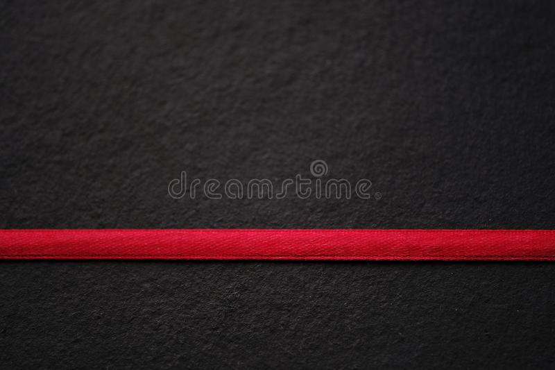 Красный цвет на черноте, линии, текстуре стоковые изображения rf